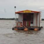 Schwimmendes Haus in Südamerika